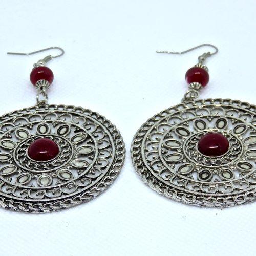 Grandes boucles d'oreilles cercles filigranés et perles rondes en verre de murano filées au chalumeau rouge foncé. fait main