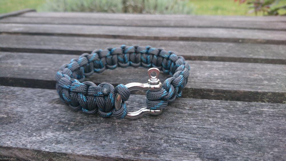 Bracelet de survie pour homme en paracorde et manille en acier inoxydable - bleu/gris