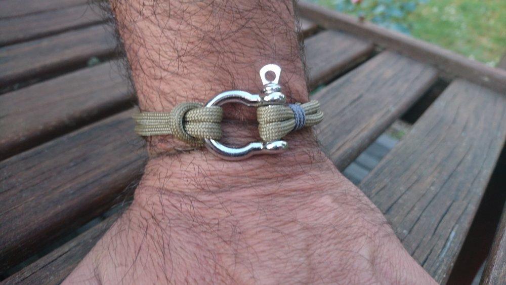 Bracelet pour homme en paracorde et manille en acier inoxydable - beige sable
