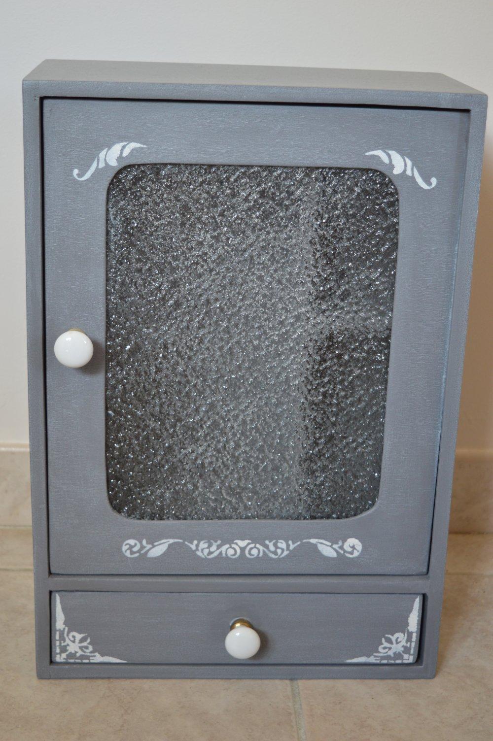 Petite armoire grise