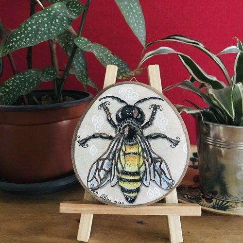 Cadre abeille sur bois de hêtre