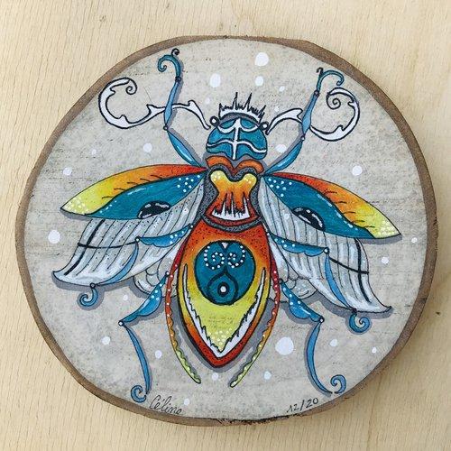 Cadre scarabée stylisé sur bois de hêtre