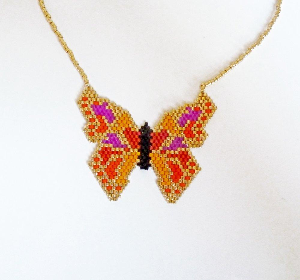 Collier fin en perles miuki tissées papillon rouge orangé et doré