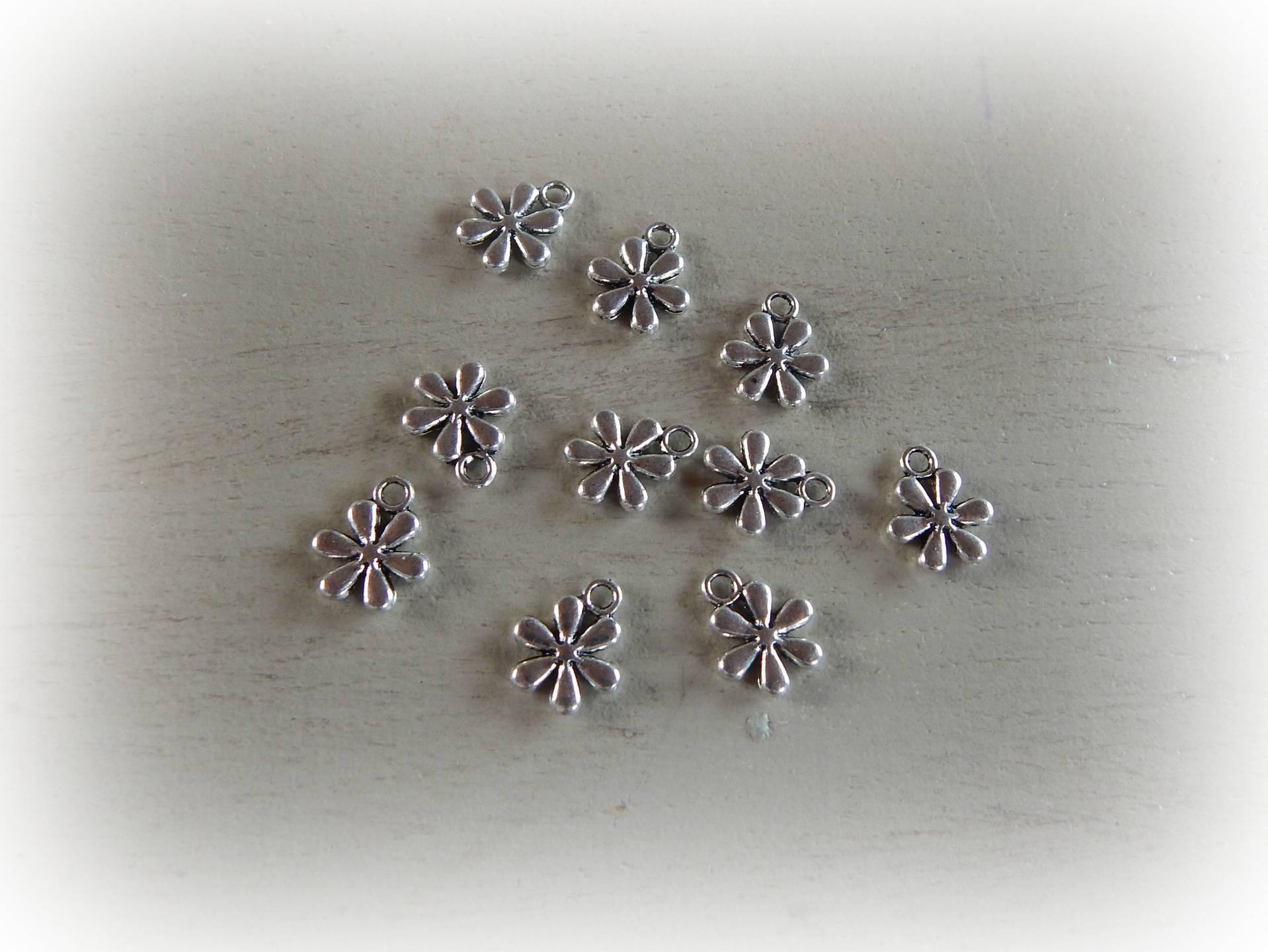 10 breloques Fleur métal argenté 10 mm