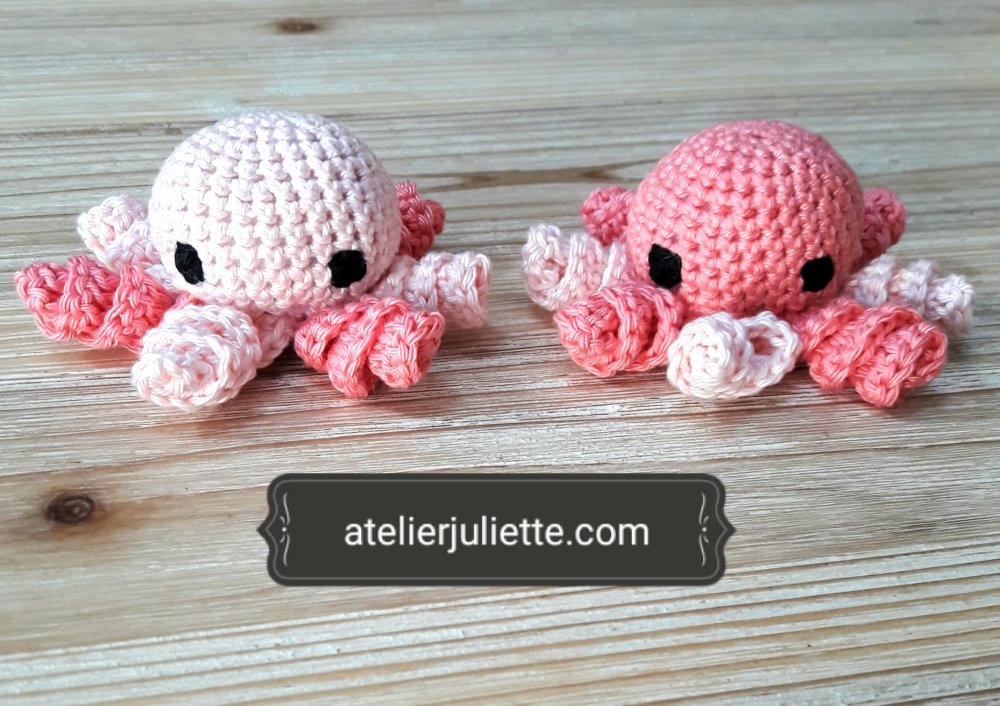 2 pieuvres en peluches roses