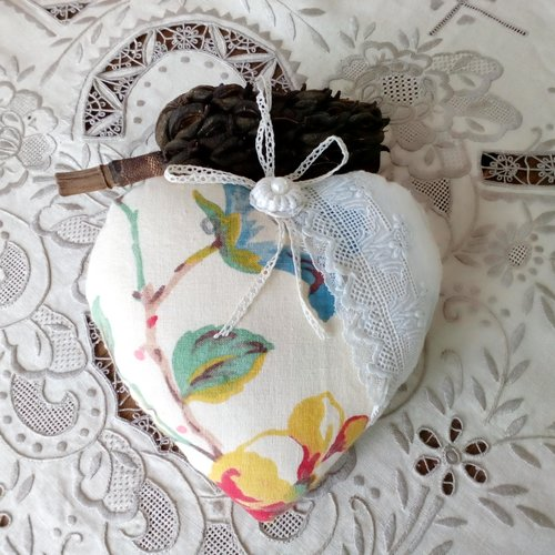 Coeur, tissu et dentelle ancienne