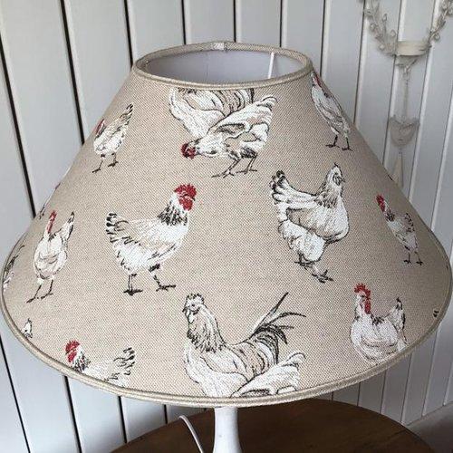 Abat-jour forme conique, tissu poules et coqs, campagne chic