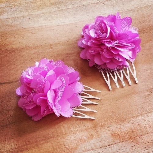Lot de 2 peignes argenté et fleurs de tissus legere violette