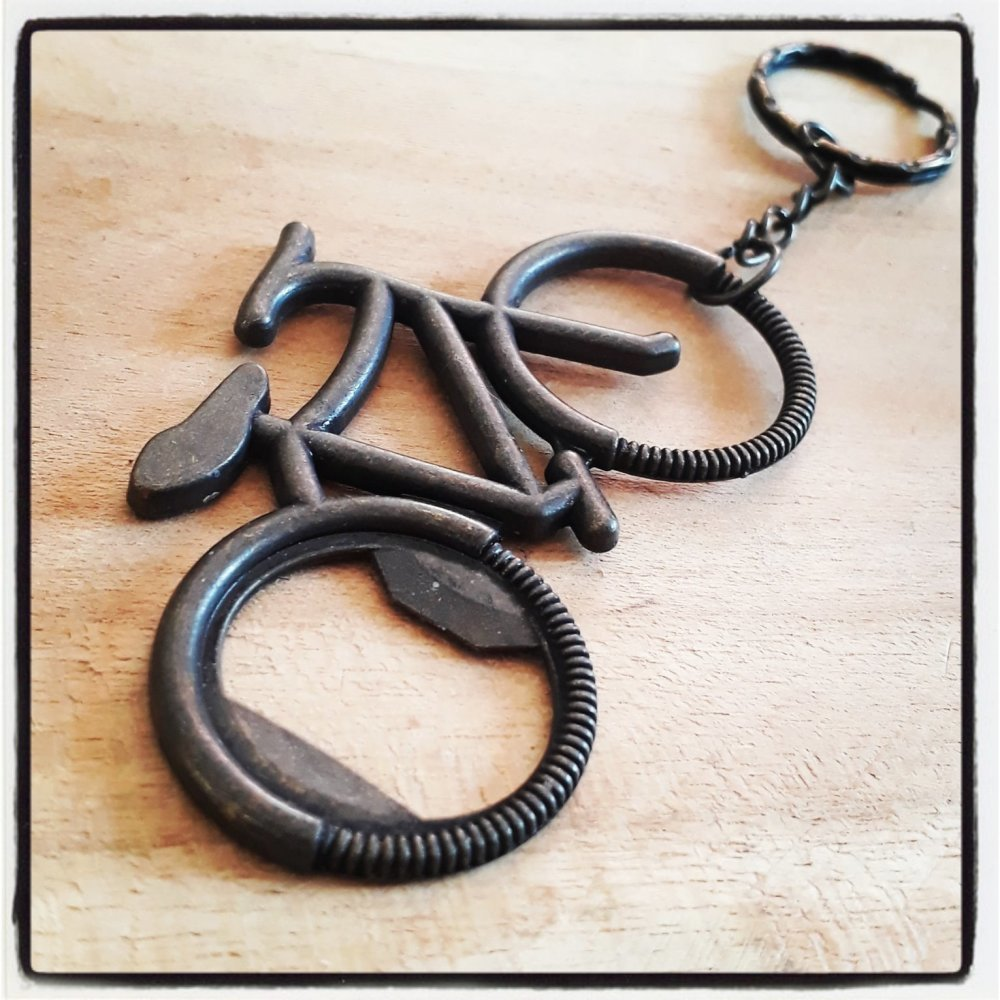 Porte-clés bronze avec un décapsuleur vélo