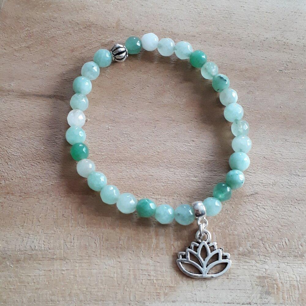 bracelet en pierre naturelle,en agate et breloque argenté fleur de lotus