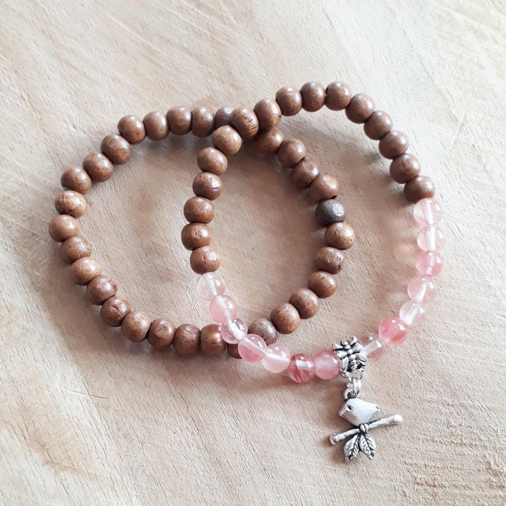 bracelet duo pour femme en pierres naturelle en quartz rose, de perles de bois et breloque oiseau