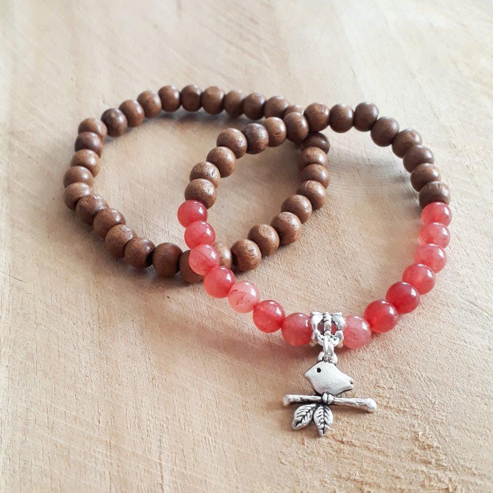 bracelet duo pour femme en pierres naturelle en agate rouge, de perles de bois et breloque oiseau