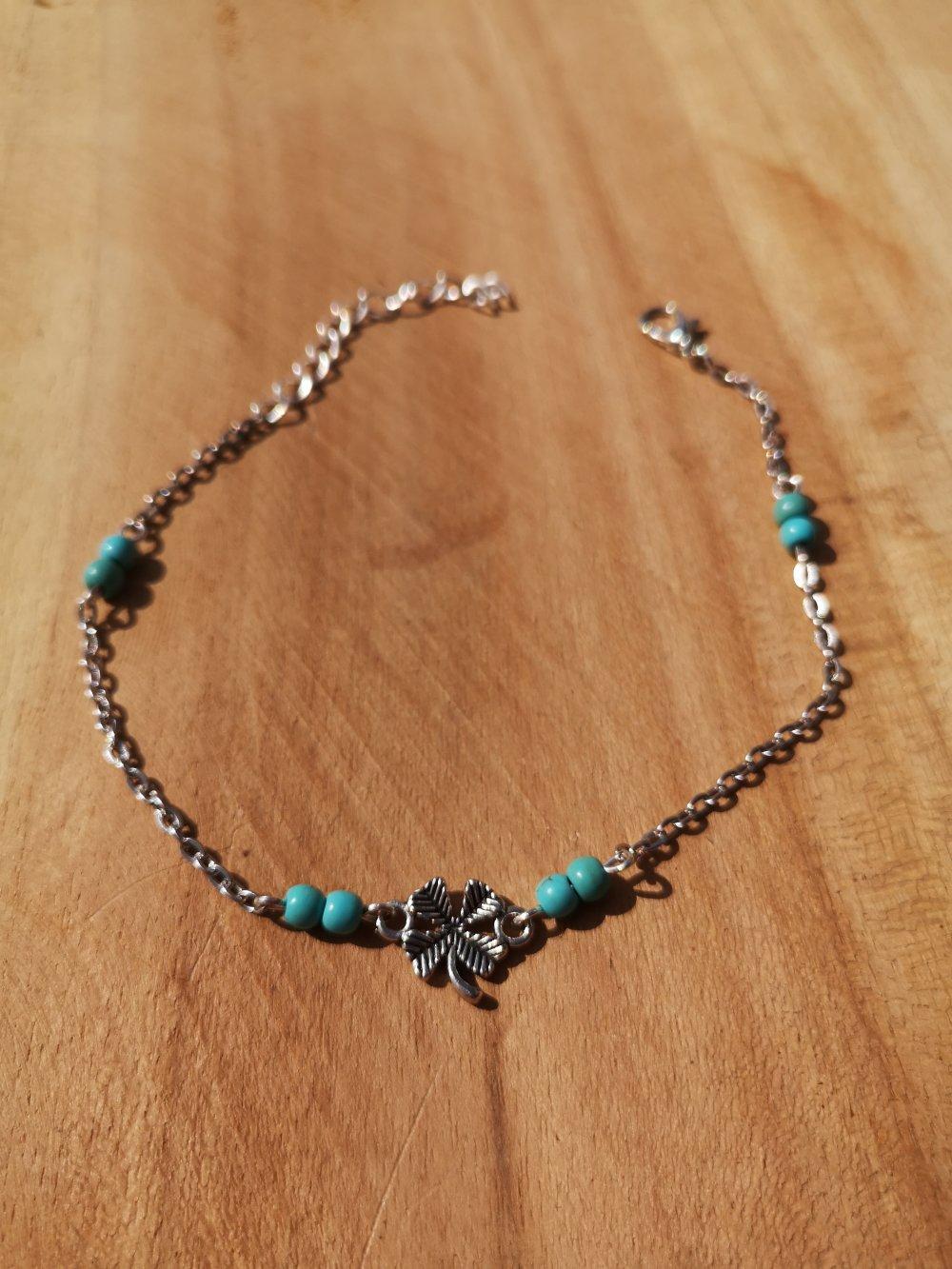 chaîne de cheville argenté, trèfle et turquoise, pierres naturelles