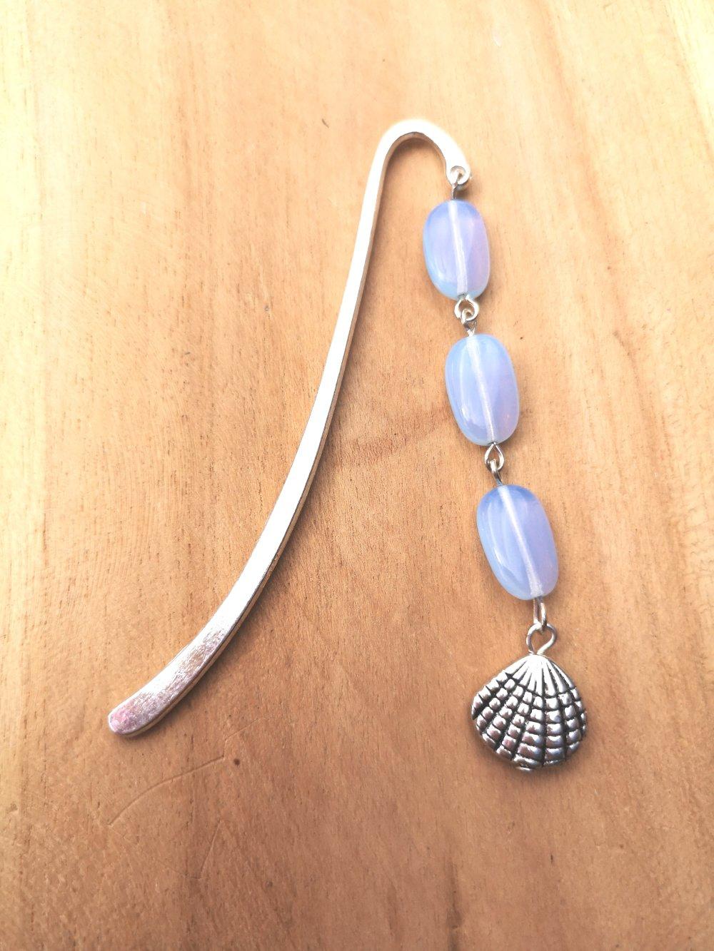 marque page bijoux argenté et coquillage, en pierres naturelles de pierre de lune