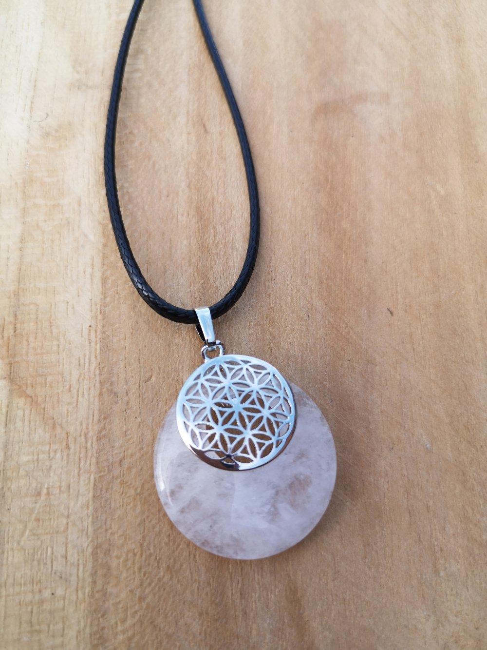 """collier, pendentif donut fleur de vie,en pierre naturelle, en """"cristal de roche"""" sur cordon noir"""