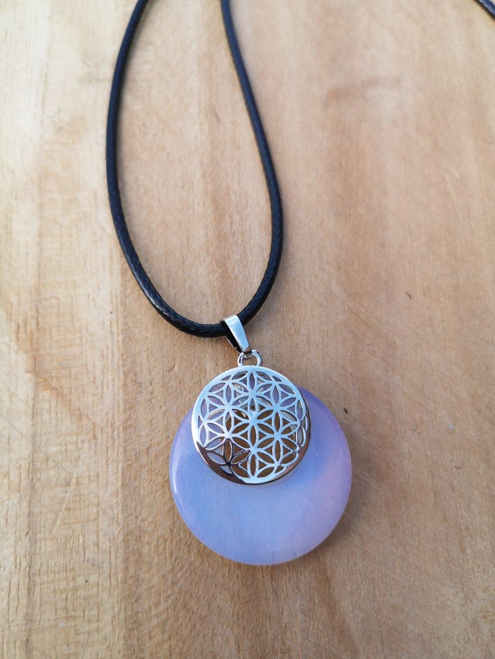 """collier, pendentif donut, fleur de vie,en pierre naturelle, en """"pierre de lune"""" sur cordon noir"""