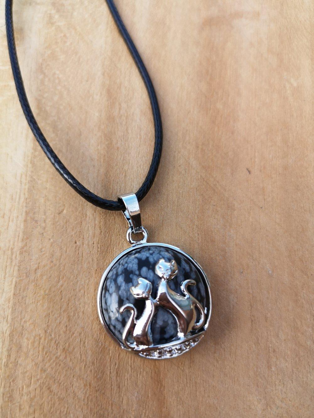 """collier, pendentif chats, en pierre naturelle, en """"obsidienne"""" sur cordon noir"""