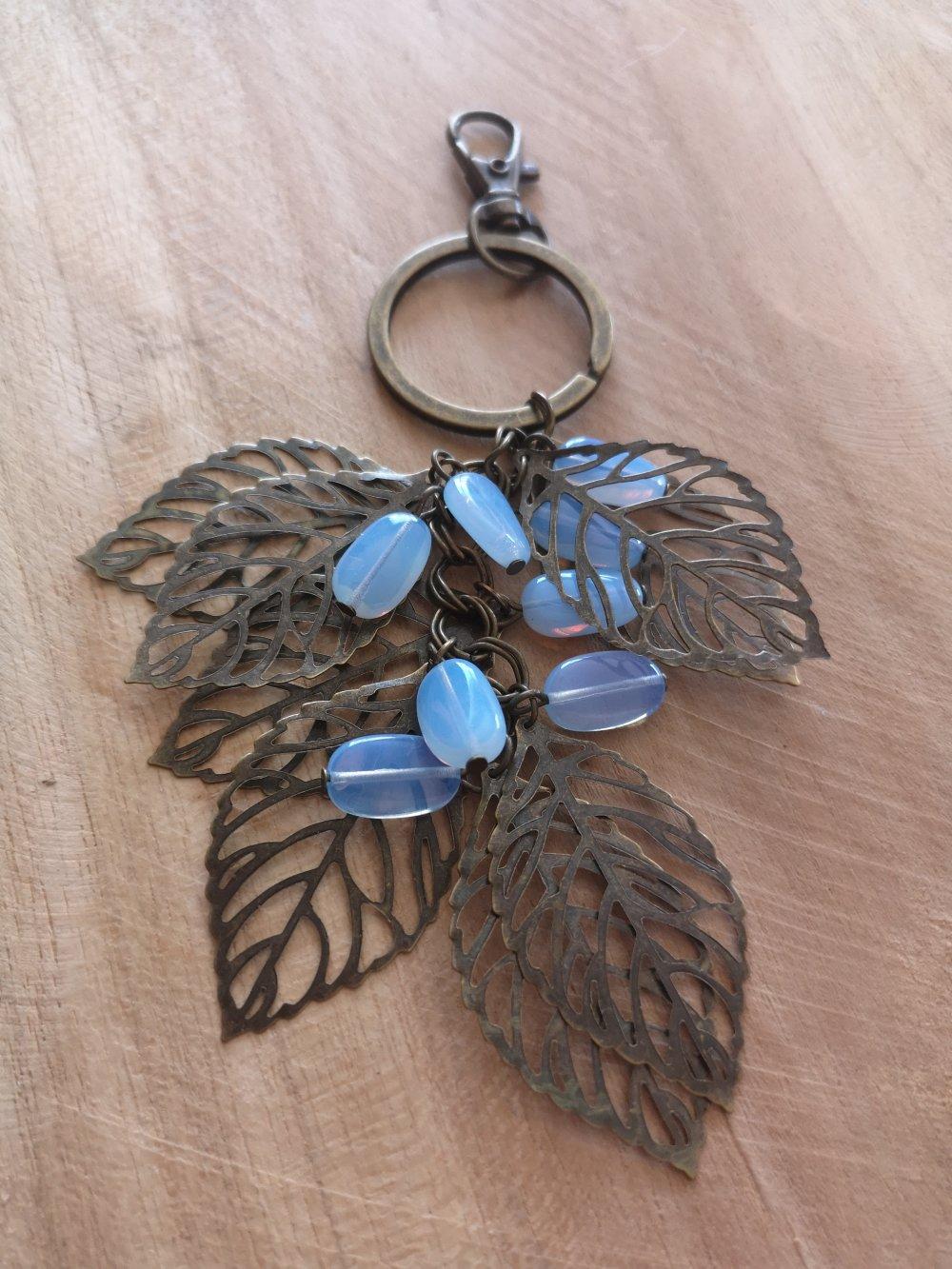 bijoux de sac/ Porte clés thème feuilles bronze et perles pierre de lune, pierres naturelles