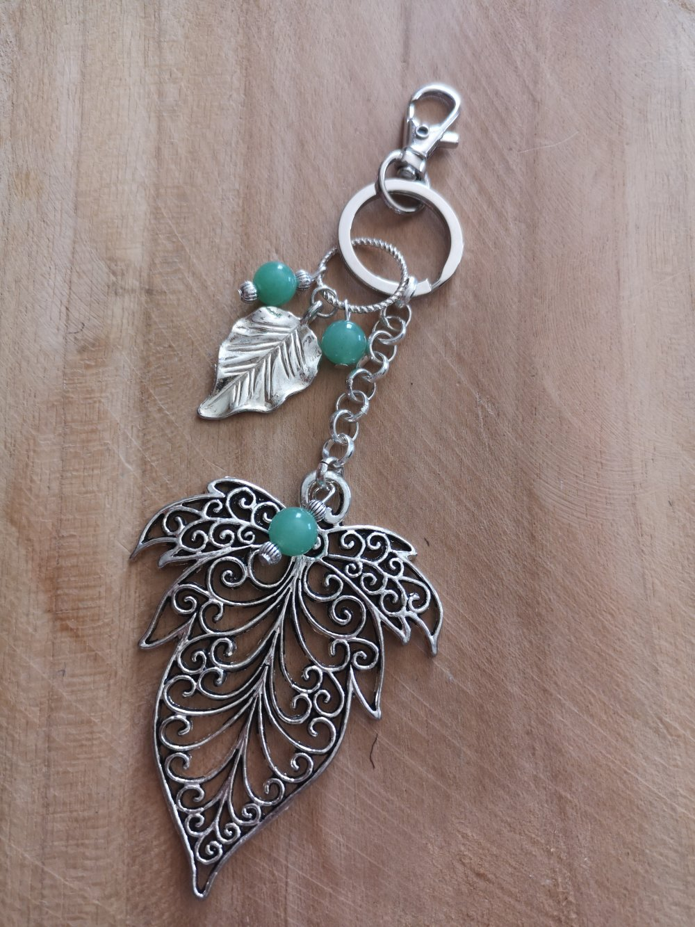 bijoux de sac/ Porte clés thème feuille de lierre argenté et aventurine, pierres naturelles