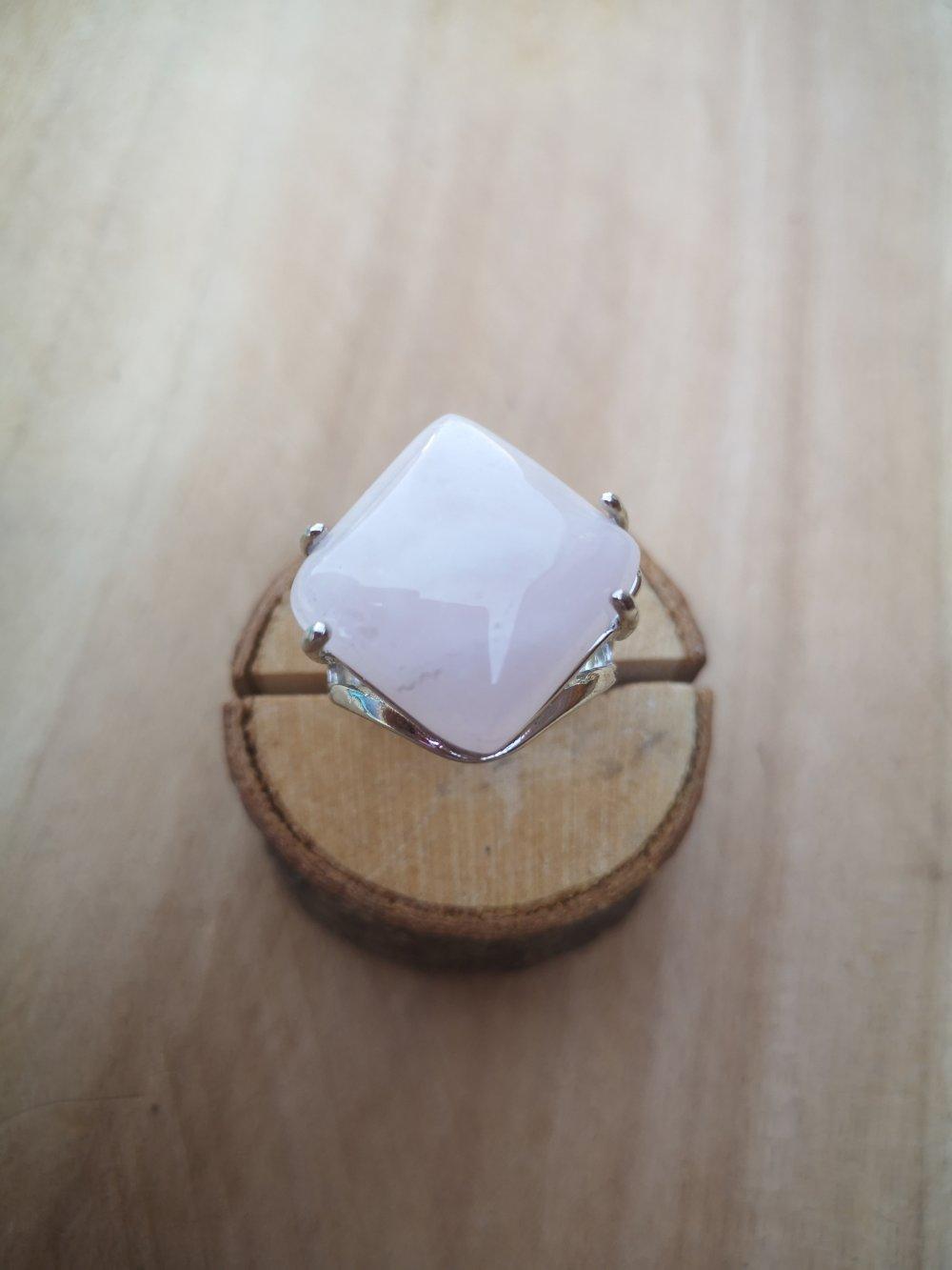 """bague carrée, en pierre naturelle, en """"quartz rose"""" sur métal argent"""