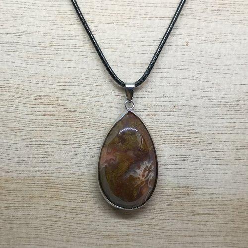 """Collier, pendentif en pierre naturelle, en """"agate"""" sur cordon noir"""