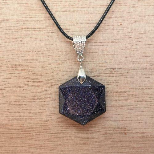 """Collier, pendentif hexagonal en pierre naturelle, en """"pierre de sable"""" sur cordon noir"""