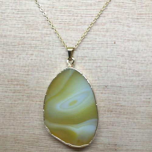 """Collier, pendentif, en pierre naturelle, en """"agate tranche"""" avec chaine acier doré"""
