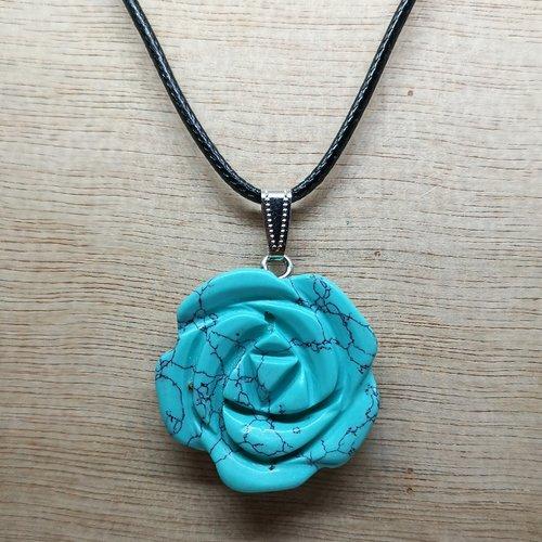 """Collier /pendentif en pierre naturelle, fleur de rose en """"turquoise"""""""