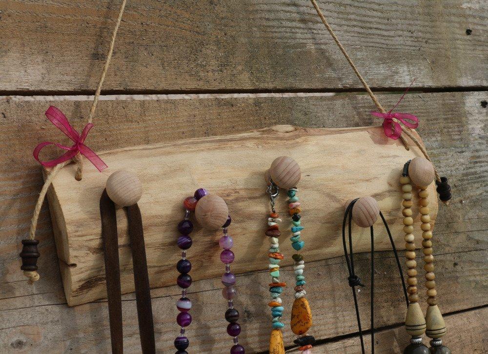 Porte colliers en bois brut