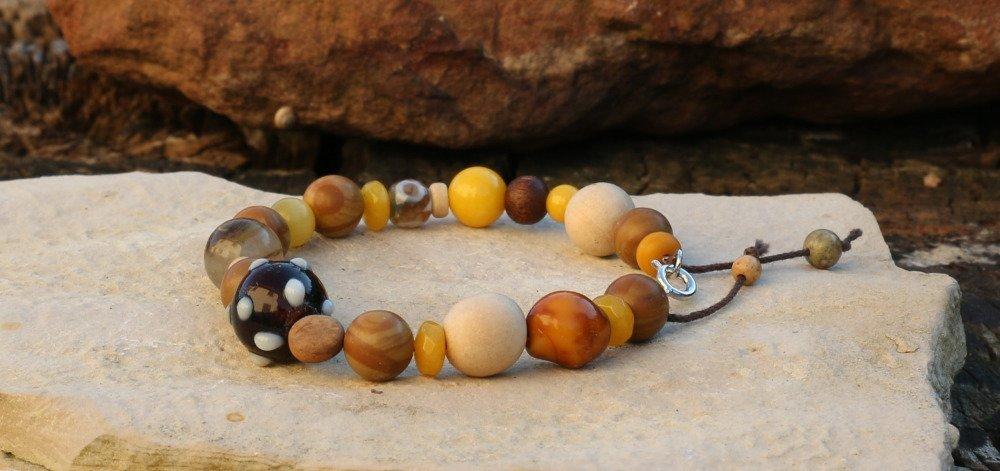 Bracelet en perles minérales, perles de verre et bois