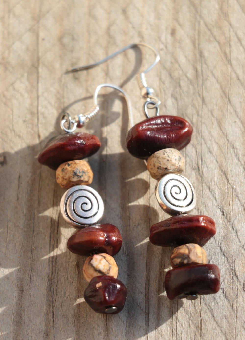 Boucles d'oreille en jaspe, graines végétales et perle spirale