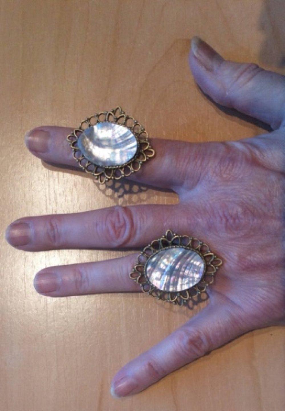 Bague ajustable support festonné couleur bronze ovale , NACRE NORMANDE