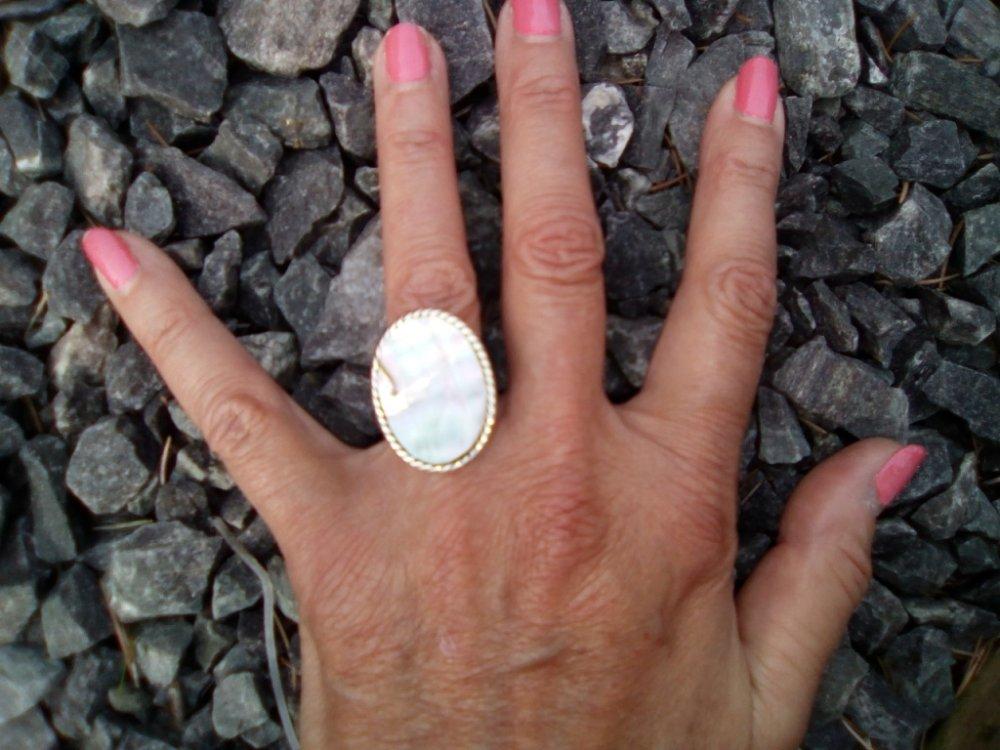 Andifany Bague Anneau Tour de Doigt Reglable en Nacre Ovale Blanc Deco pour Femme 32-36mm