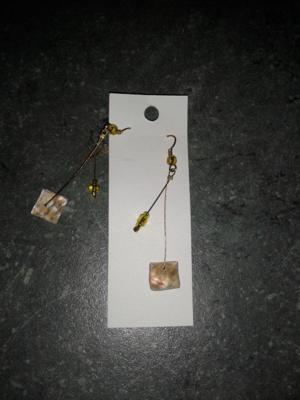 Boucle d'oreille  Nacres sur support argenté garanti sans nickel et sans plomb