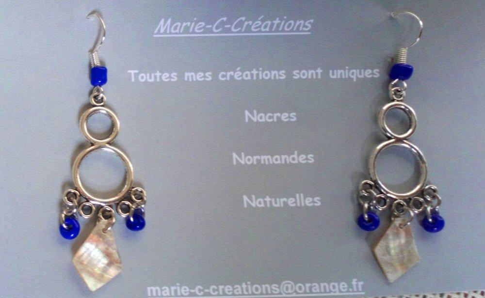 Boucle d'oreille percée en Nacre Normande sur support argenté