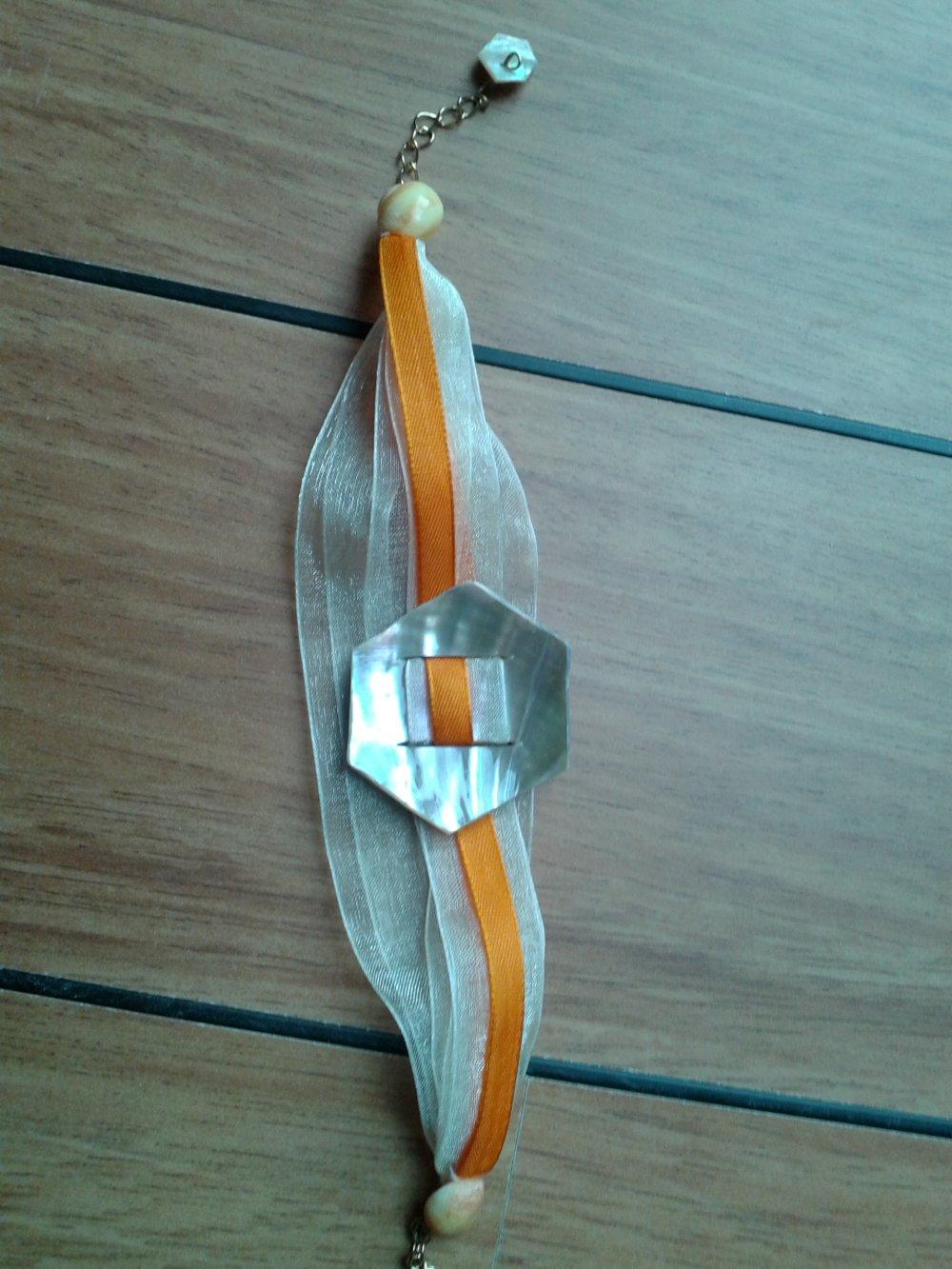 Bracelet NACRES sur rubans satin et organza orangés