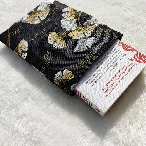 Pochette housse pour livre de poche motif ginkgo noir et or doré