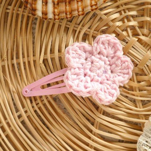 Barrette clip fleur rose clair au crochet