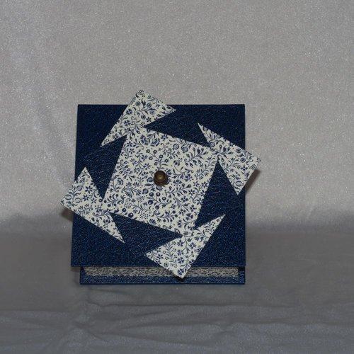 Petite boîte bleue à fleurs - cartonnage