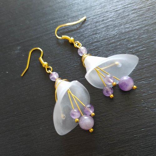 La paire de boucles d'oreilles arum perles améthyste