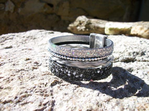 Bracelet Multi-rangs en cuir et crin de votre cheval, personnalisable.