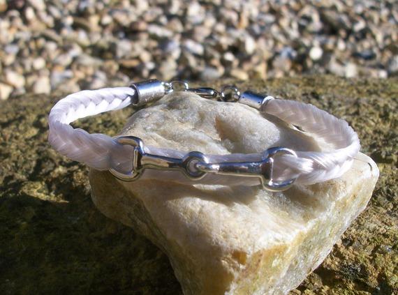 Bracelet en crin de cheval, petit mors en métal entrelacé dans les crins
