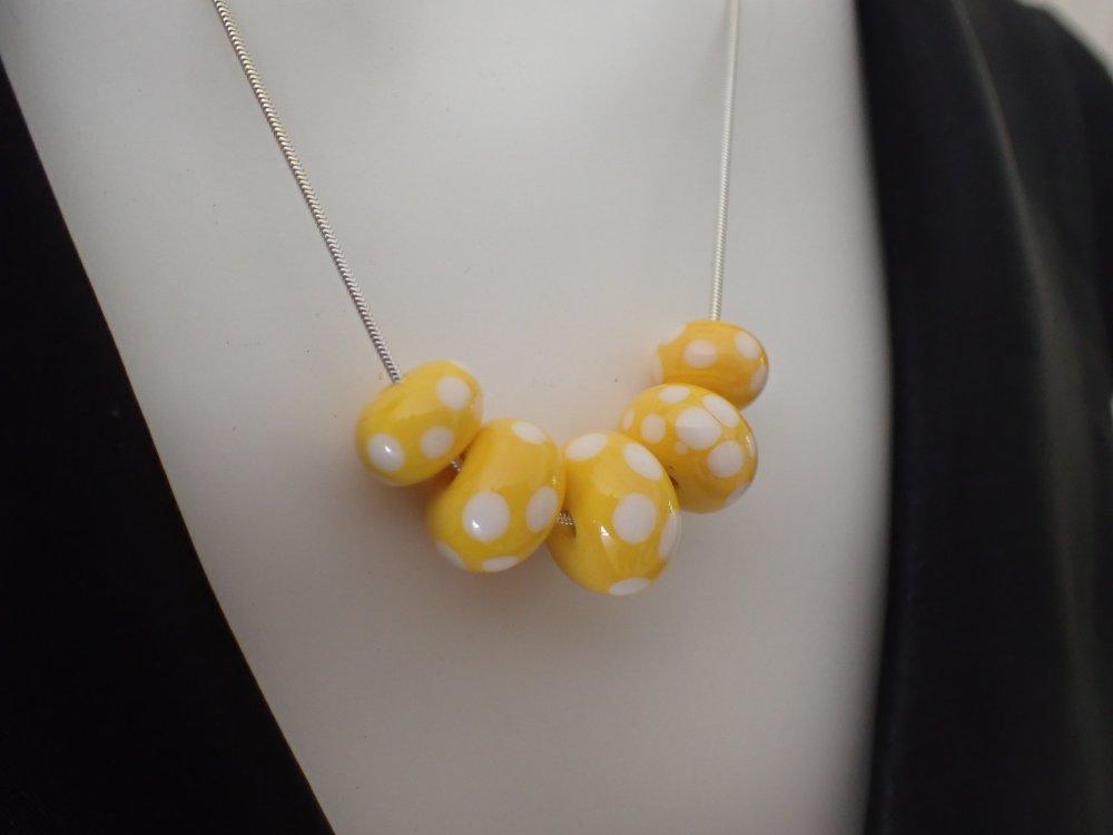 Collier Argent 925 avec perles artisanales au chalumeau jaunes à pois