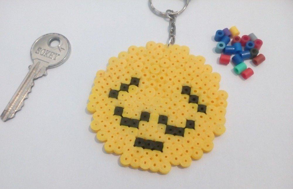Porte Clés Pixel Art En Perles Hama Emoji Endormi Pensif