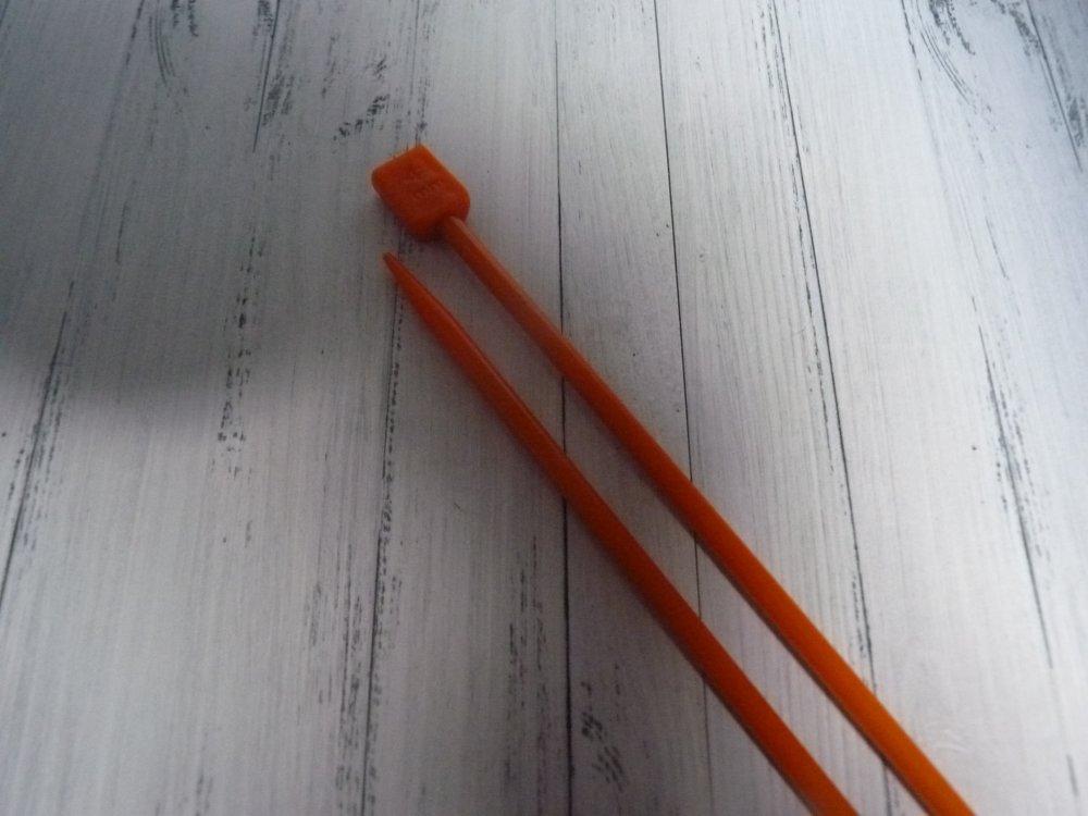 N°4, 2 Aiguilles à tricoter en plastique : 40 cm