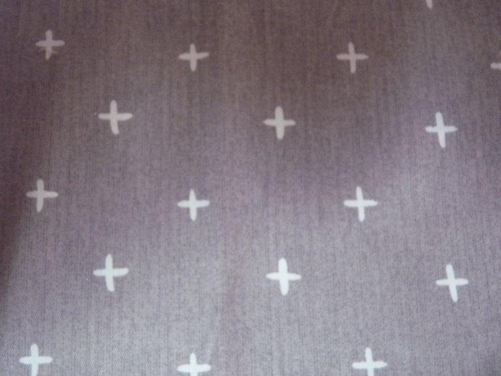 Coupon de tissu marron à croix blanches, coton : 50 X 40 CM