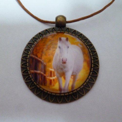 Collier bronze cabochon cheval sous forêt  25mm