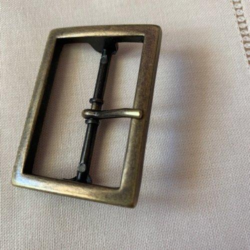 Boucle prestige, en métal couleur bronze ancien, 35 mm de large, 47 mm de haut, tige de 4 cm, surélevée, vente à l'unité