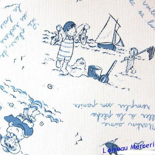 1 coupon de 92 cm :  piqué de coton, fond blanc, motifs, enfants dans le sable, jeux, st malo,  vente par 0.92 m sur 1.40 m