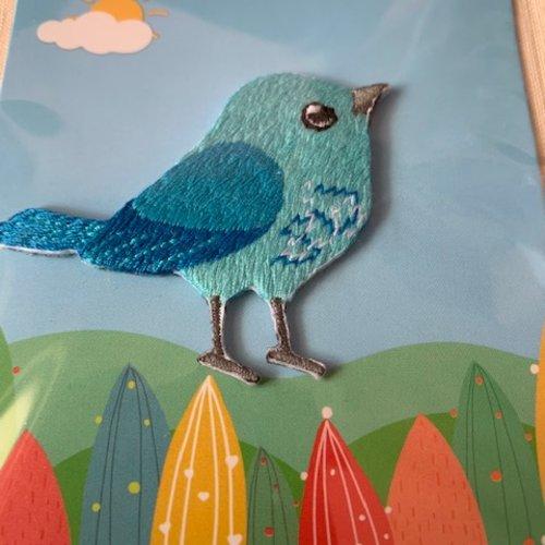 Appliqué petit oiseau, bleu, brodé, 5.5 cm sur 4.4 cm de haut, vente à la pièce sous blister